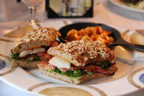 Camarones BLT (BLT with shrimp and garlic-pimiento aioli)